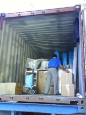 Filling container for an international shipping
